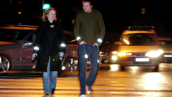 Пешеходы с световозварщателями     © flickr.com/ mrjorgen